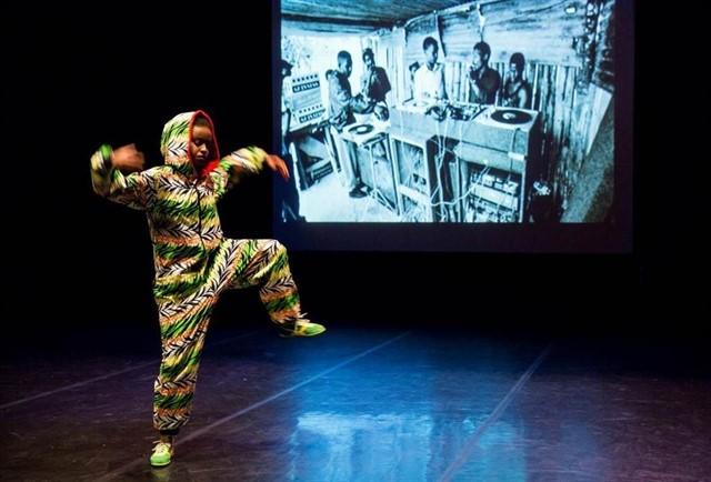 La bailarina Ana Pi recorre las danzas urbanas de diez ciudades a través de una conferencia bailada