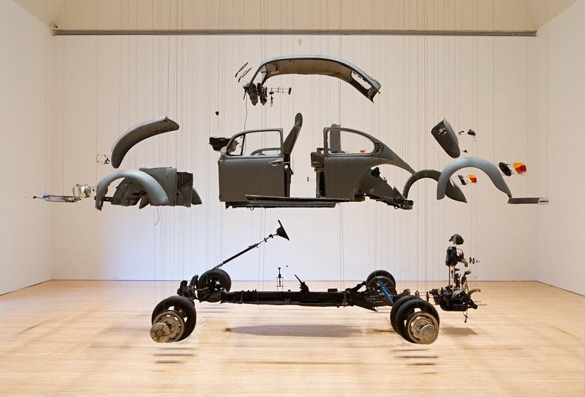 Quizás una de las obras más famosas de Ortega esCosmic Thing,realizada en 2002.El artista desmontó un Volkswagen Beetle y suspendió cada pieza del techo con alambre.