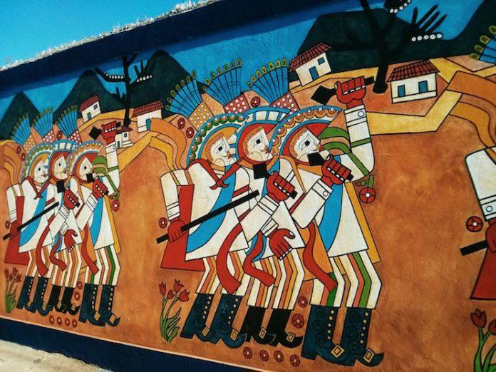 Leoncio Saénz, Nicaragua ( 1935-2008). Descubrió que quería ser pintor cuando de pequeño veia las ilustraciones en los libros. Cuando Leoncio tenía 13 años, el obispo local tomó nota de sus habilidades artísticas y organizó su estudio en la escuela secundaria San Luis Gonzaga en Matagalpa. Seis años después, en 1954, Sáenz se mudó a Managua gracias a la beca que recibió por ganar el Premio Nacional de Bellas Artes. en busca de más capacitación. Allí estudió con Rodrigo Peñalba. Comenzó como pintor primitivista, pero luego desarrolló su propio estilo: mitos nicaragüenses precolombinos y coloniales que le dio prestigio internacional.