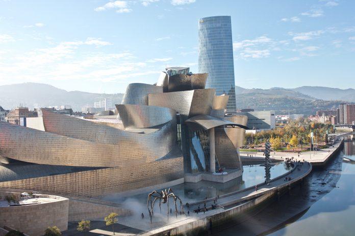 El museo Guggenheim de Bilbao ha cerrado 2019 con 1 170 669 visitas, la cuarta mejor cifra de la historia de la pinacoteca, que ha aportado 67,9 millones de euros a las haciendas públicas vascas, según datos del balance anual que ha dado a conocer este jueves el museo.