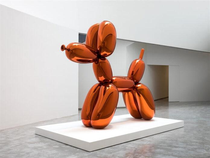 Jeff Koons es un escultor empresario y pintor estadounidense. La mayoría de sus obras van al corriente del arte conceptual, minimalista y pop. Muchos críticos lo denominan como el principal artista kitsch.