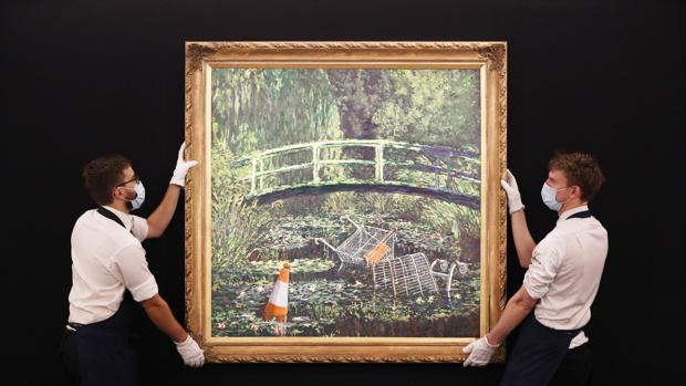 El lienzo «Show me the Monet» («Muéstrame el Monet»), reinterpretación de una de las obras maestras impresionistas del francés Claude Monet elaborada por el enigmático artista Banksy, ha sido subastado por Sotheby's en Londres por 8,3 millones de euros.