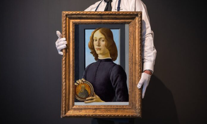 Un extraordinario retrato pintado por Sandro Botticelli fue vendido este jueves por unos 76 millones de euros (92,1 millones de dólares) en una subasta celebrada en la sede neoyorquina de Sotheby's, por encima del valor de 66 millones (80 millones de dólares) que le habían otorgado los expertos de la compañía.