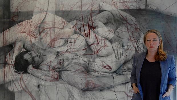 """Nacida en 1970 en Cambridge, Inglaterra, Saville asistió a la Glasgow School of Art de 1988 a 1992, y pasó un trimestre en la Universidad de Cincinnati en 1991. Sus estudios centraron su interés en las """"imperfecciones"""" de la carne, con todas sus implicaciones y tabúes sociales."""